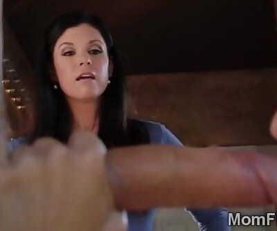 Mummy Idia Summer caught Sara Luvv doing bad blowjob0-2 8 min