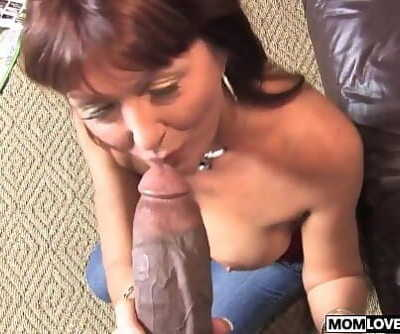 Son witness how mom Desi Foxx takes two BBCs 7 min