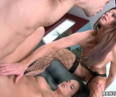 India Summer MILF gives a Lesson 5 min 720p