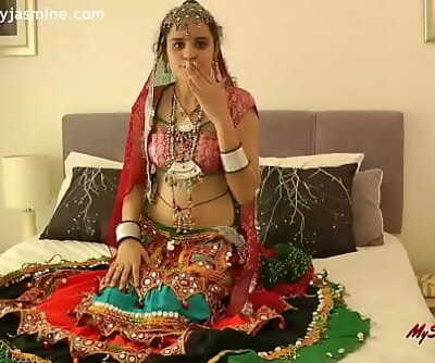 Warm Indian Babe Demonstrating Boobs for evryone 38 sec
