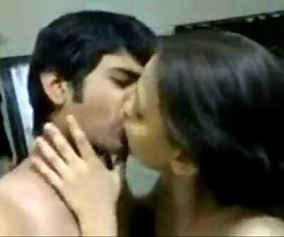 Indian Kisser Sonia Bhabhi And Sunny 2 min