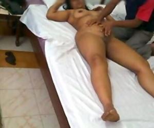 Indian MILF Mona Bhabhi Rubdown With Culos Service And..