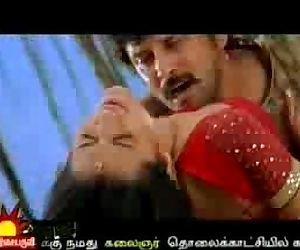 Trish warm with Vikram Bheema - 30 sec