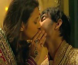 Parineeti chopra back to back kissing Sushant Singh Rajput..