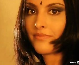 Indian Cougar Maze Her Body