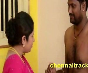 Tamil Aunty Seducing Servant - 2..