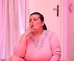 Mature Pussy Smoking Cigs - 5 min