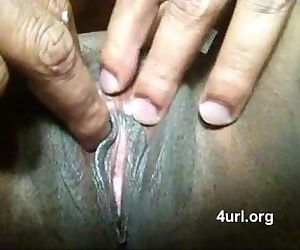 Desi Aunty Exposes her Choot..