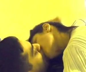 Desi north Indian gf long kiss..