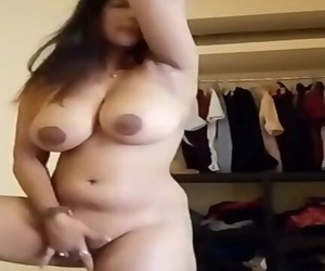 Chubby MILF Bhabhi Showing Boobs..