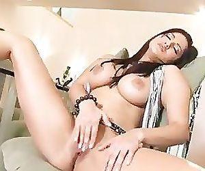 Busty Sunny Leone spreading