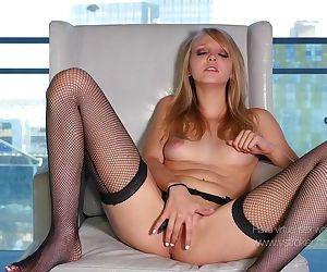 Mai Marie: Virtual Girlfriend