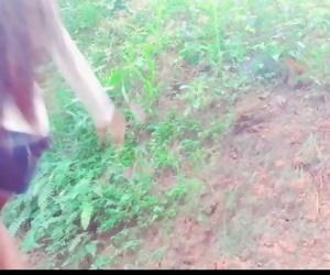 Sri Lankan outdoor road sex නුවරඑළියේ ගිහින් කන්දක් ලග සීතලේ..