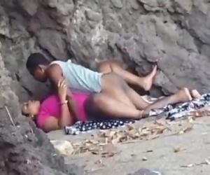 Desi bhabhi fucked hardcore outdoor sex mms
