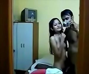 Desi teen girl enjoy with her bf - HornySlutCams.com - 9 min