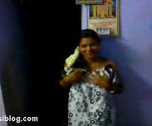 sexy tamil bitch .. - 1 min 0 sec