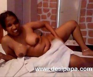 tamil aunty bhabhi bigtits bedroom indian sex - 1 min 25 sec