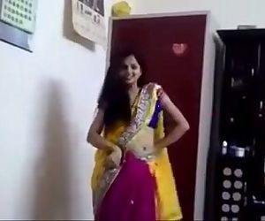 Hot Bhabhi VIral Video 2017 - Download Full video : http://ouo.io/YiDgua - 1 min 2 sec
