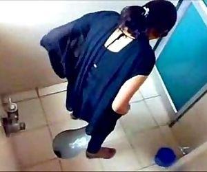 3 College Girls Pissin in Toilet of Famous Mumbai College - 1 min 20 sec