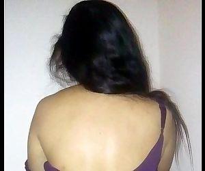 Indian bhabhi slow dance - 22 sec