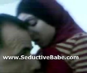 Pakistani beauty smooches and gives blowjob secretly - 3 min