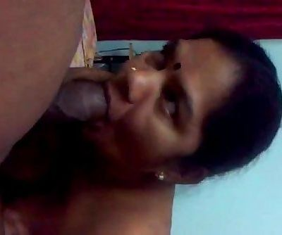 Mature south bhabhi sucking big cock her partner naked - 2 min