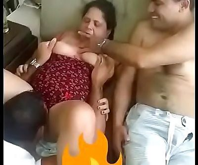 Indian aunty gets her pussy cleaned 20 sec