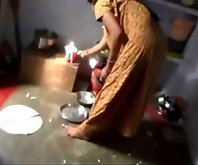 VID-20160717-PV0001-Lucknow Hindi 36 yrs old married housewife aunty Brindha fucked by her 40 yrs old married husband..