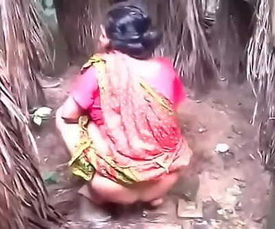 Desi aunty piss capture 33 sec
