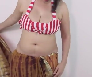 Hot GIRLS SEXY BOOBS DOWNBLOUSE & BOOBS CLEAVAGE in SAREE
