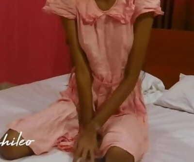 sri lankan school girl beautiful skinny body ගෙදරටම කොල්ල ඇවිත් සැප..