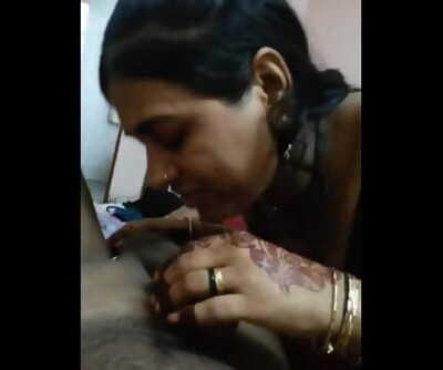 Desi bhabhi blowjob with hindi audio