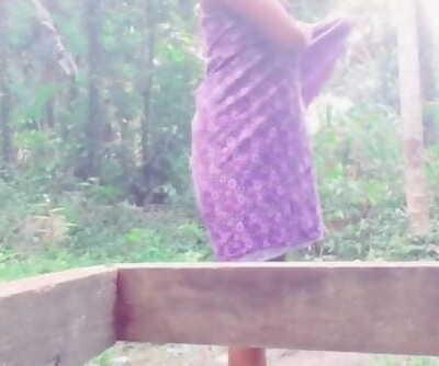 Sri Lankan Outdoor Bathනාන්න කලින් රෙද්ද ගලවලා කොල්ලට..