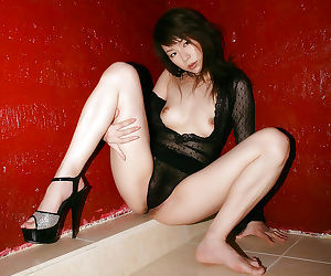 Slim asian babe Kurumi Morishita stripping and taking bath