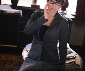 Sophisticated Japanese office babe Kana Aizawa wearing sexy uniform at work