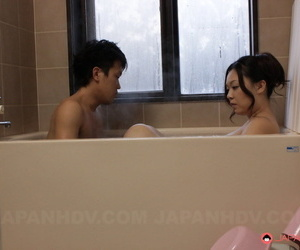 Japanese girl An Kanoh jerks her hubby after pussy licking in bathtub