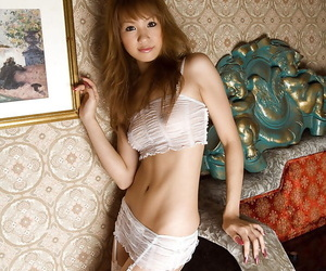 Asian hottie Hinano Momosaki taking off her lingerie and spreading her legs