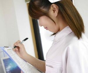 Japanese nurse Reina Wamatsu gives her patient a handjob & receives a facial