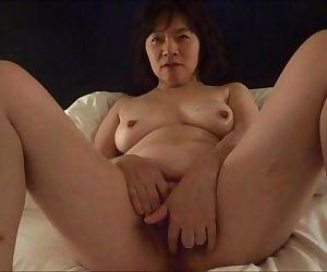 Horny Japanese milf Kui Somya..
