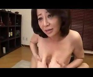 Japanese mature gives a great..