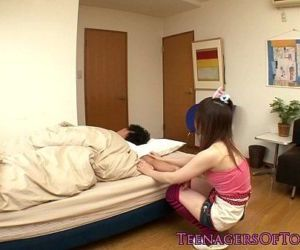 Petite asian gf wakes bf up with..