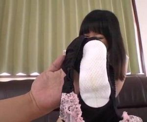 Yumi Tanaka gets pussy shaved and..