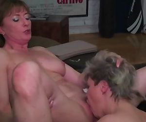 Mature lesbians getting down to it
