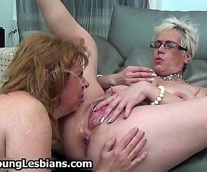 Horny mature wife squirts all over her - 5 min
