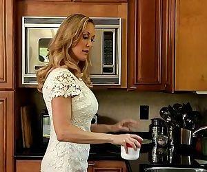 Brandi Love teaching her Step Daughter Tara Morgan - 6 min..