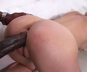 Teen tries a black cock for the first time 9 min 720p