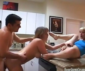Amateur threesome ends with a messy creampie filled pussy