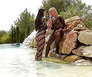 Voluptuous mermaids Tracy Lindsay & Lucy Li indulge in lesbian foot play 22 min HD+