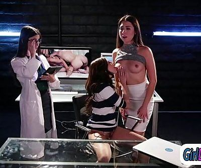 Shyla Jennings lick researchers Serena Blair n Melissa Moore