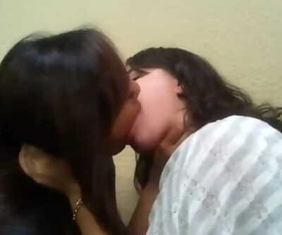 Desi Girls Kissing Non Sop 13 Mins